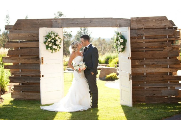 Style Me Pretty: Rustic Oregon Wedding